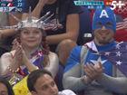 视频-美国球迷扮成美国队长 看台上为女篮加油