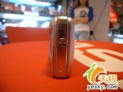 全球最薄大变焦卡片机卡西欧V7暴降600