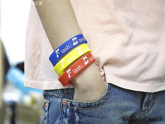 组图:内置USB闪盘时尚腕带