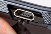 纤薄魅力摩托镜面翻盖智能机V8评测