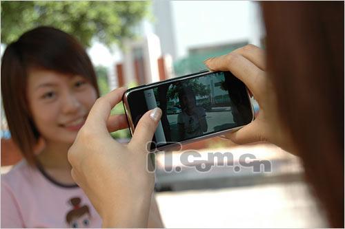 夏日激情苹果iPhone与两位美女试玩