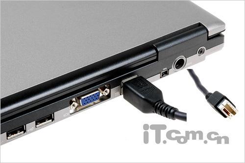 光驱连接线与笔记本相连