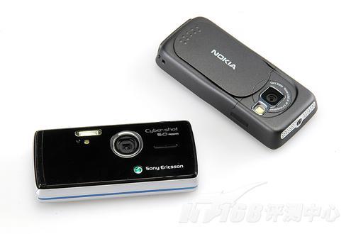 图为:索尼爱立信K858c与诺基亚N73