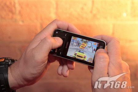 搭载N-Gage游戏诺基亚8GB内存N81上市