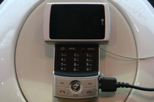 银白色盛装LG新款TDSCDMA新机KD876曝光