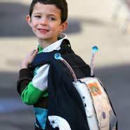 英6岁儿童发明会说话的帆布背包(图)