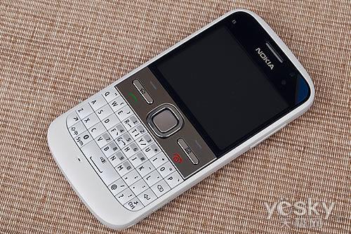 诺基亚有一款键盘手机:迪丽热巴和DG解约 网友力挺:热巴好样
