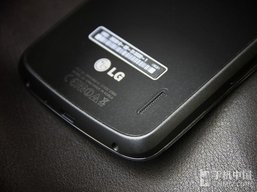 小米手机2无论从结构布局都和前作大同小异,而最具亮点的还是顶部听筒
