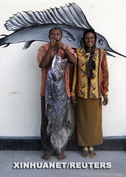 科技时代_坦桑尼亚渔民捕获珍稀腔棘鱼(图)