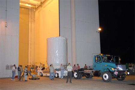 科技时代_图文:凤凰号被护送至17-A号发射台