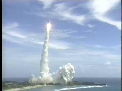 科技时代_图文:日本探月卫星运载火箭直冲云霄