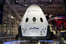 龙飞船携小鼠结束月余空间站之旅返回地球