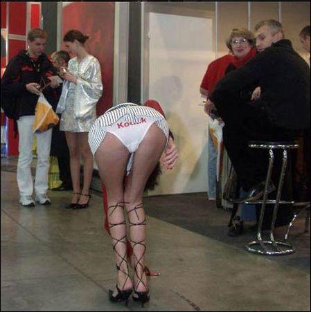 将kodaklogo印在美女裤裤上