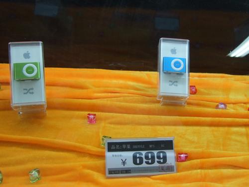 苹果iPodshuffle699元1GB降价热售
