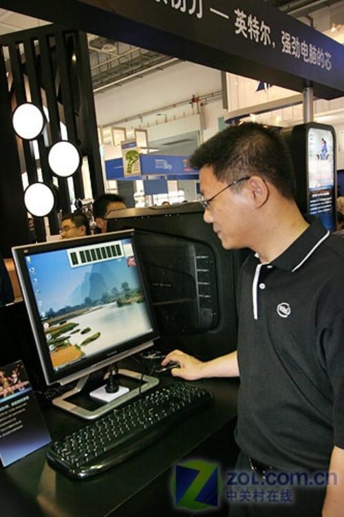 八核心英特尔V8桌面平台实物亮相青岛