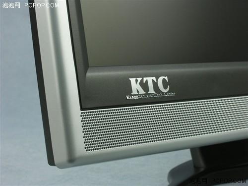 的金属logo位于屏幕边框左下角