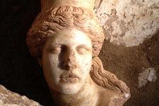 希腊发掘亚历山大大帝时期墓葬:红发斯芬克斯