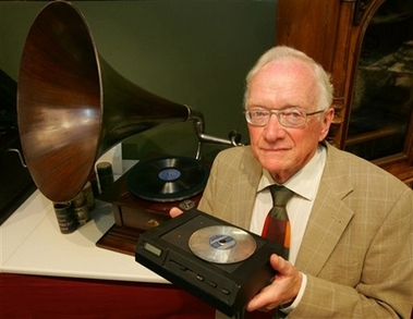 科技时代_CD光盘走过风雨25周年 昔日辉煌不再