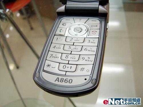 再放光芒摩托平民双模手机A860卖1480