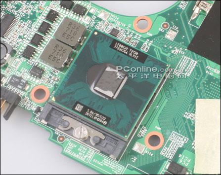 三、七喜AW321D的使用体验 1、七喜AW321D快捷键和状态指示灯   七喜AW321D在键盘上方设计了五个较小的快捷按键,这些按键做工一般,由于键面比较小,只能用指尖来按启,手感比较差;功能从左到右分别为收发邮件、打开网页浏览器、电源开关、无线网卡开关(该机并未配置无线网卡,所以不可用)、查看硬件信息。  七喜AW321D快捷键   AW321D的状态指示灯处于腕托中部的边缘,这样的设计非常好,在进行电脑操作的过程中也非常方便用户实时掌握笔记本的运行状态,而且由于处在边缘外侧,即使合闭屏盖后也仍然能