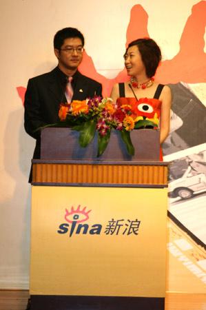 科技时代_图文:颁奖典礼主持马骧、元元