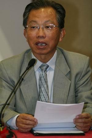 科技时代_图文:中国工程院院士刘韵洁主持