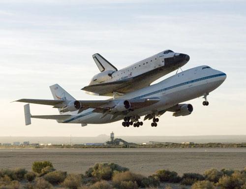 波音747背美航天飞机返回佛州(组图)