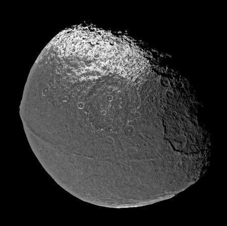 美国卡西尼飞船观测到土卫八(图)