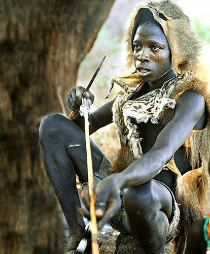 非洲与世隔绝部落探秘:保留石器时代传统(图)