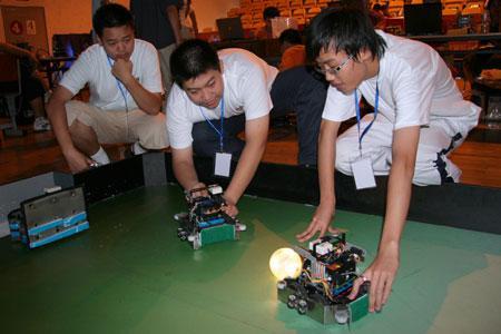 第八届广茂达杯中国智能机器人大赛开赛