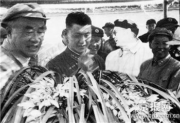 北京展出重千余斤虎头兰王