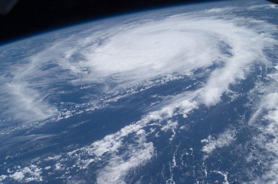 科学家发现降服飓风妙招撒播尘埃降低强度