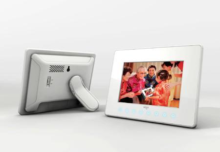 全球首款触摸按键爱国者数码相框F5008谍照