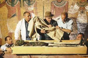 埃及法老图坦卡蒙首现真容(组图)