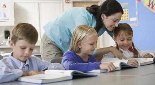 你知道孩子在幼儿园9小时在做什么?