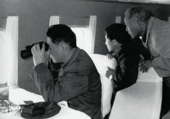 1981 年9 月,李鹏同志飞赴龙羊峡指挥抗洪抢险