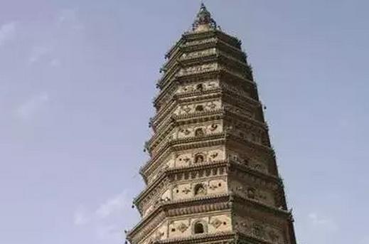内最大最完整的一座琉璃塔.飞虹塔始建于汉,屡经重修,现存为明武