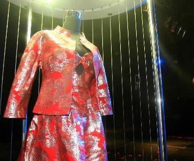 武汉展出200万元铂金婚纱(图)