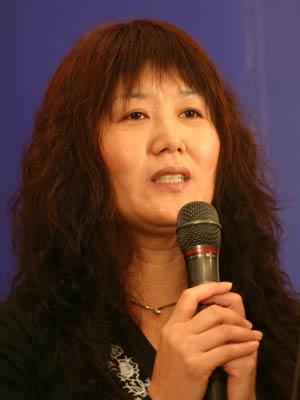 图文:上海盛大公司副总裁张燕梅做演讲