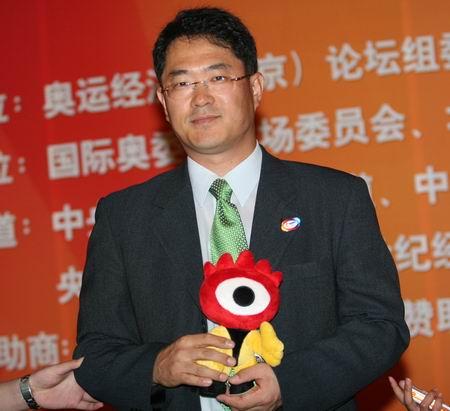 图文:三星电子全球副总裁权桂贤与小浪人亲密接触