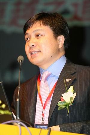 图文:联想集团大中华区总裁陈绍鹏做主题演讲