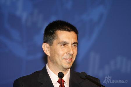 图文:国际货币基金组织驻华代表处代表费达翰