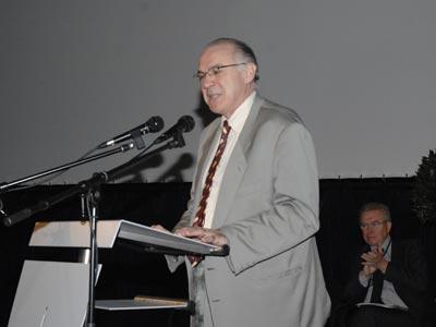 图文:欧洲经济社会理事会秘书长帕迪克.范度里尼