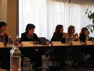 图文:妇女权益会议进行中