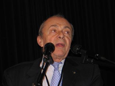 图文:法国前总理米歇尔.罗卡尔先生