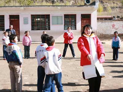 孩子们和冠军一起上体育课