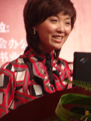 第二届文博会颁奖主持人郑亚娟