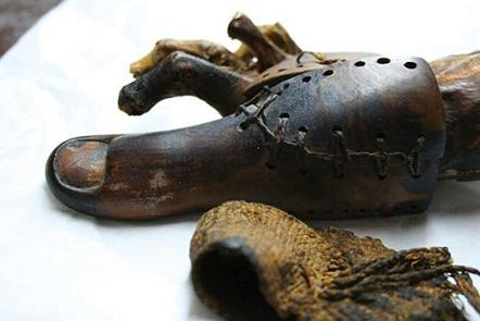 埃及木乃伊身上发现3千年前假肢