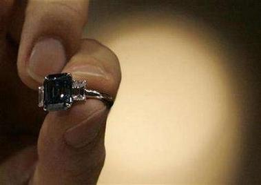 苏富比宝石拍卖新记录每克拉132万美元(图)