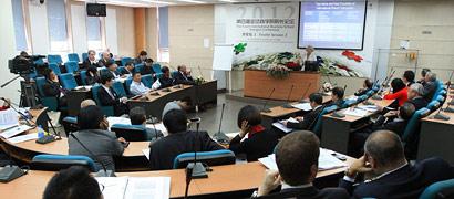 """分论坛2""""西方商业教育界:顶尖商学院的新兴市场战略"""""""